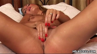 Sexy-Monica-dildo-insertion!