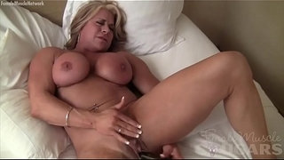 Big-Clit-Female-Bodybuilder-Fucks-Herself-with-Vibrator