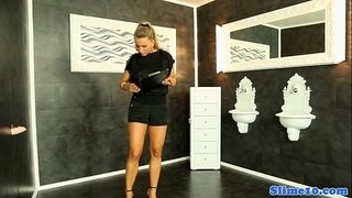 Euro-bukakke-babe-cocksucking-at-gloryhole