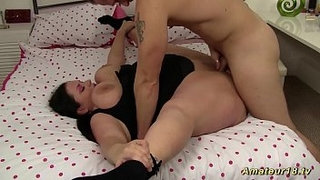 plumper-babe-is-extreme-flexible