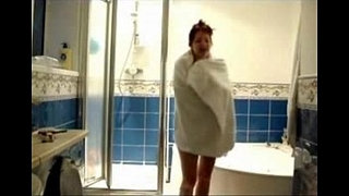 Finally-I-caught-my-mum-fully-nude-in-bath-room