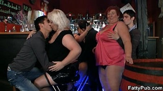 Fat-chicks-have-fun-in-the-bar