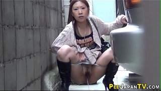 Pissing-japanese-babe-squats-behind-car