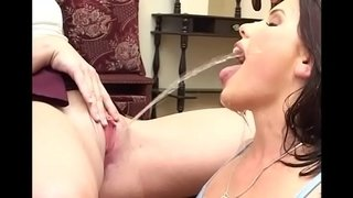 two-sexy-kinky-lesbians-piss-drinking-watersport