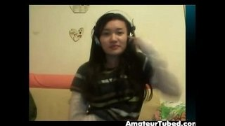Chinese-girl-plays-on-cam