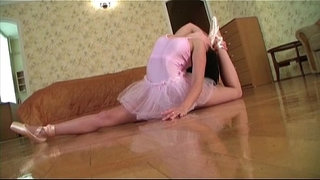 Flexible-gymnast-gets-fucked