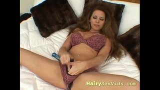 foxy-brunette-natural-pussy-solo