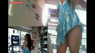 Cute-Webcam-Girl-at-Work