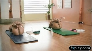 Trainer-and-sexy-babes-does-yoga-while-theyre-all-naked