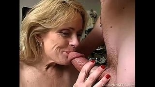 Sexy-cougar-is-a-squirter